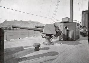 Cañon de 4 pulgadas de la toldilla del cañonero. Foto del libro OBRAS. S.E. de C.N. Año 1922.jpg