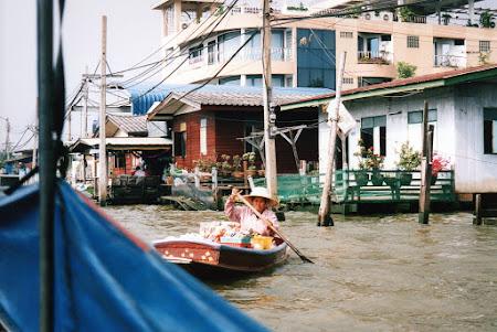 252. piata plutitoare Tonburi.jpg
