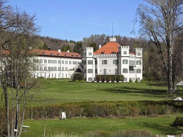 799px-SchlossPossenhofen014