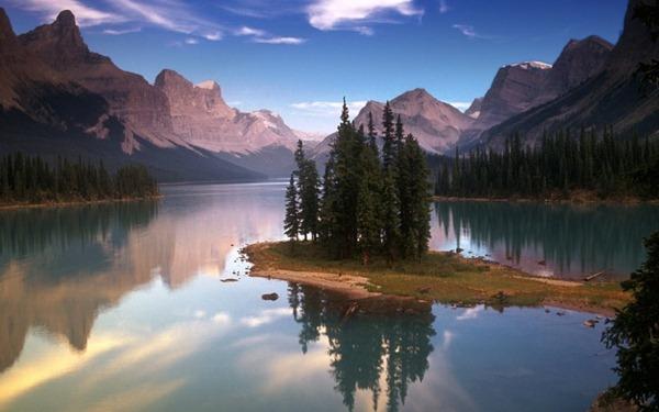 Spirit_Island_Maligne_Lake_Jasper_National_Park_Alberta_Canada_02-728x455