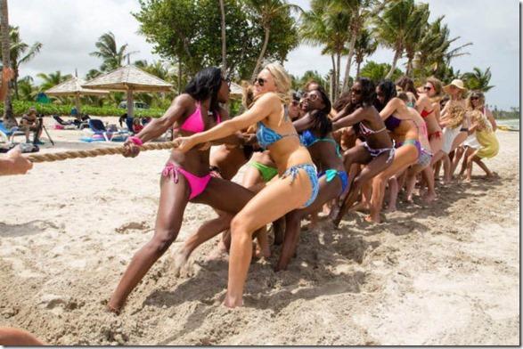 cheerleaders-swimsuits-calendar-10