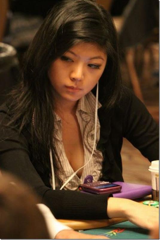 As garotas mais sexys jogarodas de poker (6)