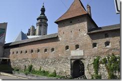 061 800X porte fortifiee devant le monastere bernardin