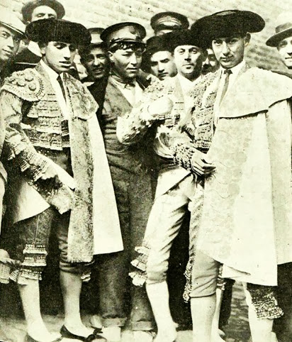 1915-05-08 (p. 10 PyP) Portada foto Joselito y Belmonte