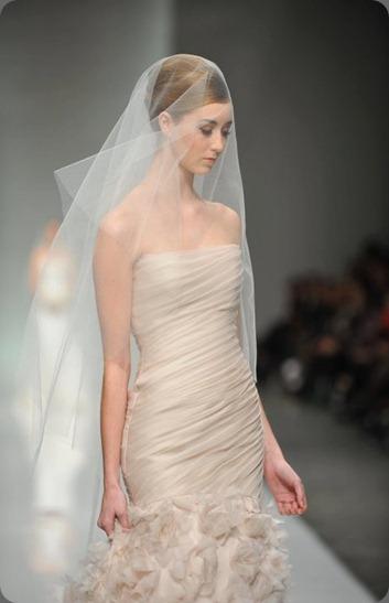 wedding dress 228299_10150188197067989_340968_n ramona keveza