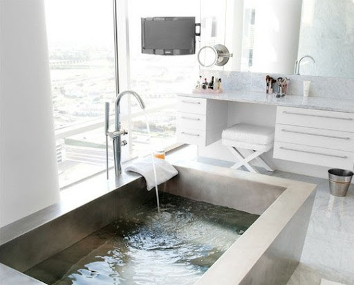 No frills in this sleek and modern bathroom. (apartmenttherapy.com)
