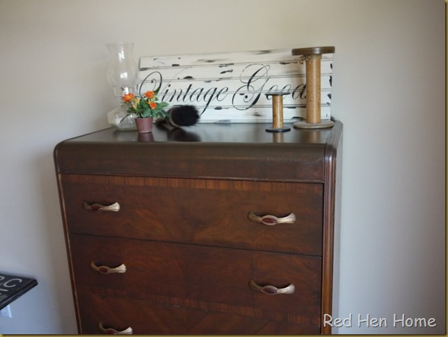 Red Hen Home Waterfall Chest 3