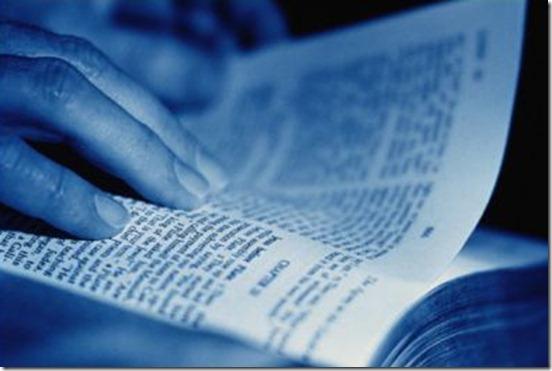 lendo_biblia