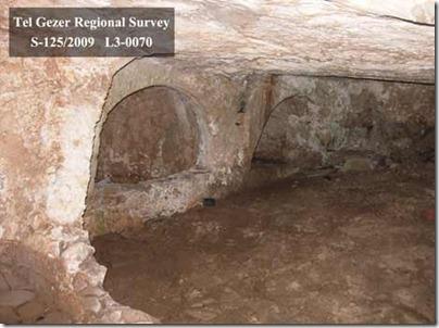gezer-tomb