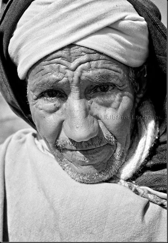 J.R.Ibáñez fotógrafo presso  MARRUECOS 1