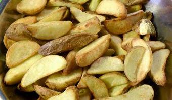 Patata con buccia in spicchi al forno senza olio