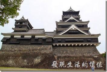 日本北九州-熊本城。從天守閣的後方欣賞大、小天守閣也是一種美。