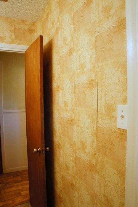 HallBathroom13