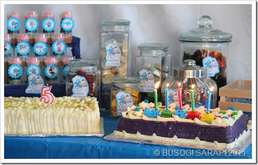 MR. ADVENTUROUS 5TH BDAY SMURF SWEET BUFFET TABLE© BUSOG! SARAP! 2011