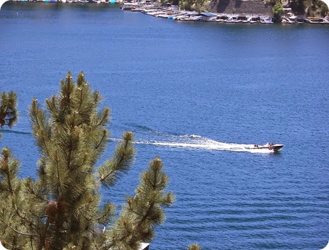 boat-on-lake-arrowhead