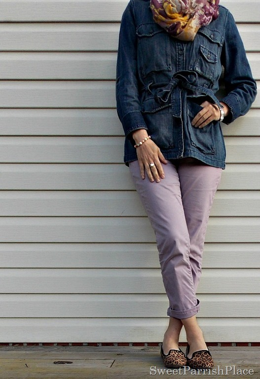 Purple cropped pants, denim jacket, leopard shoes1