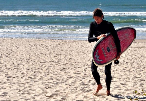 25 - Surfer