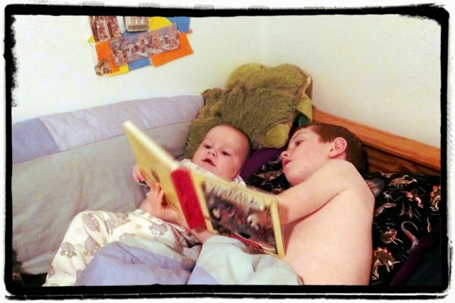 virtù - brothers reading in bed