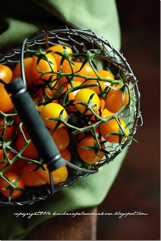 Focaccia z pomidorami,  oregano i rozmarynem (8)