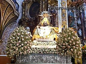 exorno-floral-centenario-coronacion-canonica-año-jubilar-mariano-angustias-granada-alvaro-abril-vela-2013-(1).jpg
