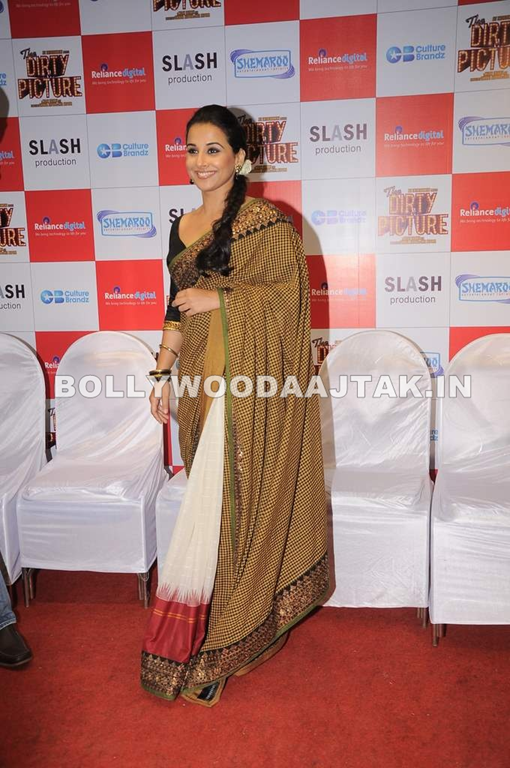 Vidya Balan & Tusshar Kapoor at The Dirty Picture DVD