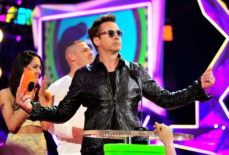 LOS ANGELES, CA - MARCH 29:  Actor Robert Downey Jr.,accepts the award for Favorite Male Butt Kicker at Nickelodeon's 27th Annual Kids' Choice Awards held at USC Galen Center on March 29, 2014 in Los Angeles, California.  (Photo by Frazer Harrison/KCA2014/Getty Images)