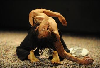 DANCON - Liga cultural de dança<br />Camaleões: Festa contemporânea , Clênio Magalhães + Foto Persona BH<br />©netun lima/Divulgação