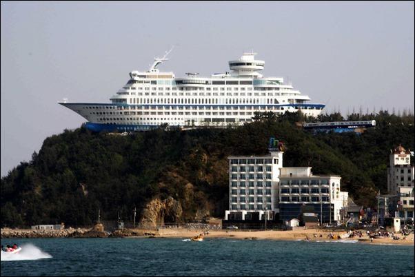فندق علي شكل سفينة