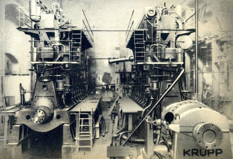 Talleres de la Barceloneta.Los dos motores en el banco de pruebas. Del libro La Maquinista Terrestre y Maritima. 1.856-1.944..JPG