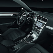 2013-Volkswagen-Golf-7-Interior-9.jpg