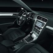 2013-Volkswagen-Golf-7-Interior-9.jpg