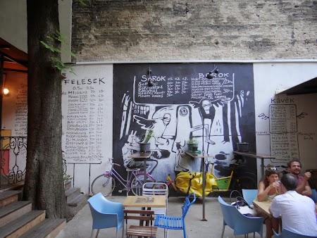 20. Ruin bar - Budapesta.JPG