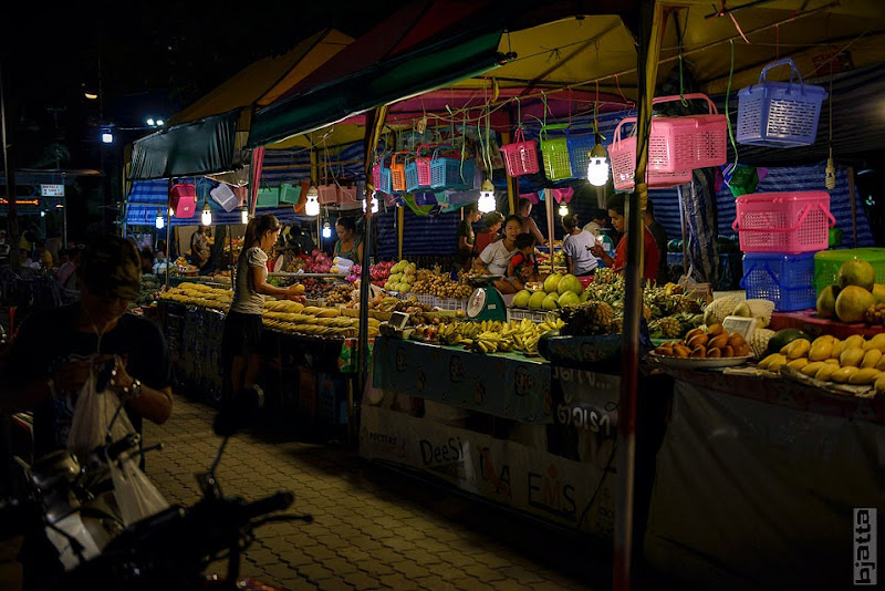 2557_Thailand_Pattaya_Jomtien_Night_market_at_beach-25