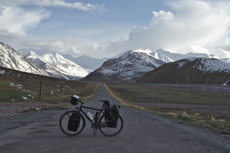 La poalele Pamirului (si inca la 3500 de metri)