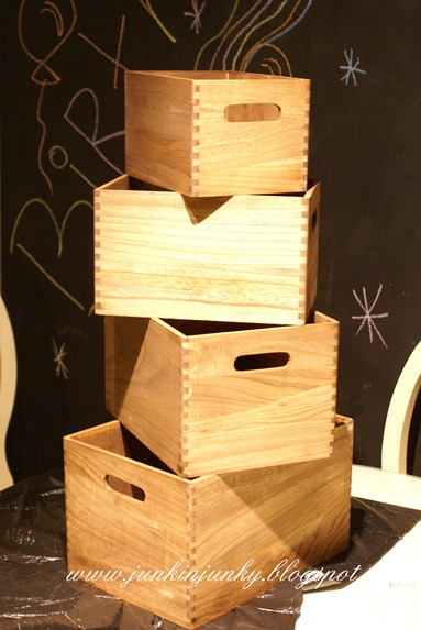 Nested herb crates diy at www.junkinjunky.blogspot.com