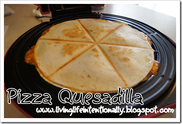 how to make a pizza quesadila for a yummy kids lunch #recipes #lunches