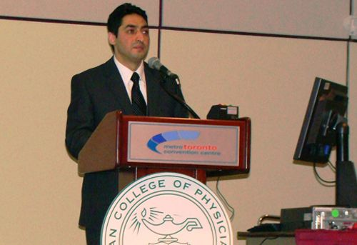 Mohammad Muhsin Chisti accepts the Best Research Award at ACP Toronto (April 2010)