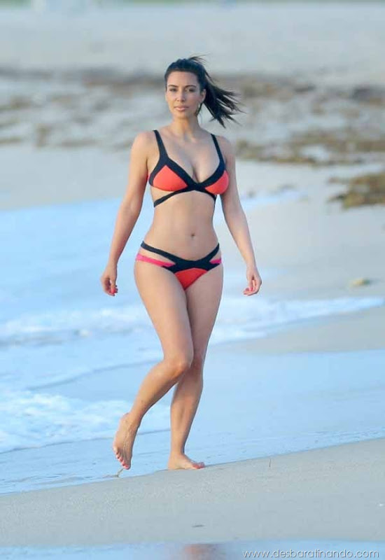 kim-kardashian-linda-sensual-sexy-sedutora-boob-peitos-decote-ass-bunda-gostosa-desbaratinando-sexta-proibida (104)