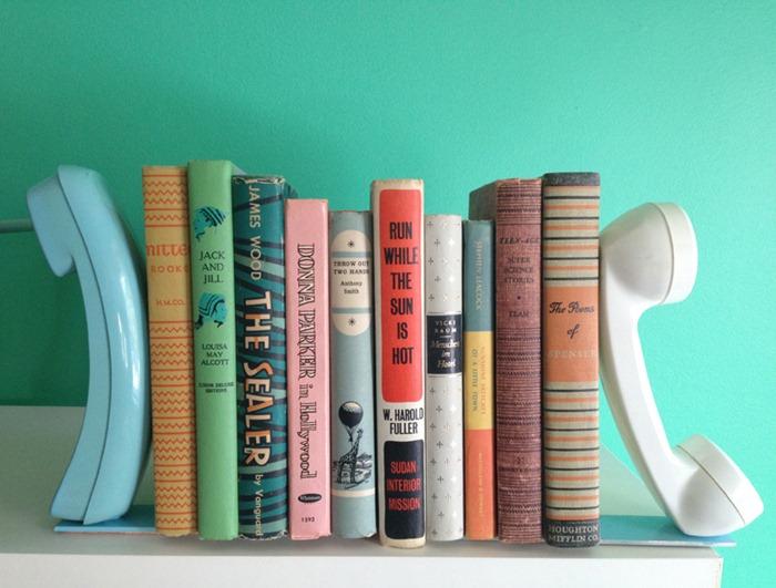 Suporte de telefone para livros