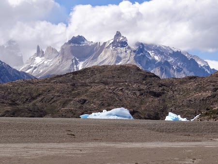 38. Ghetari si Torres del Paine.JPG