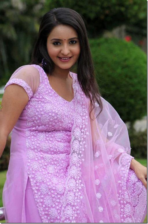 actress-bhama-in-churidar-photos