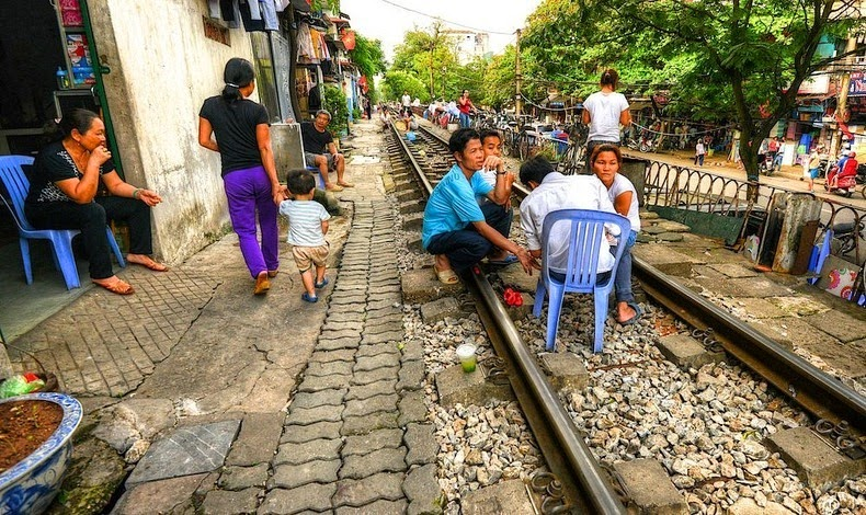 hanoi-train-track-8