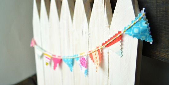 Make A Mini White Picket Fence Out Of Wood Stakes Use It As Centerpiece