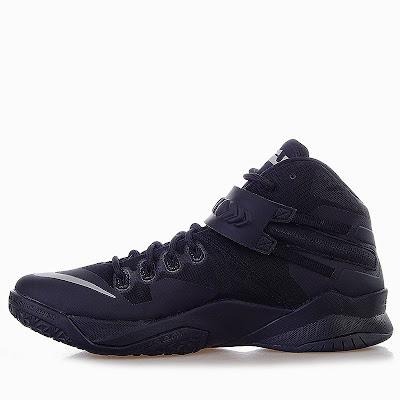 nike zoom soldier 8 gr triple black 1 02 Release Reminder: Nike Zoom Soldier VIII Triple Black