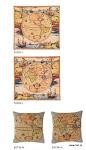 """Poduszki gobelinowe z grafiką zaprojektowaną na podstawie """"Nova totius Terrarum Orbis geographica ac hydrographica tabula"""" – pierwszej opublikowanej w atlasie mapy, stworzonej przez Hendrika Hondius w 1630r."""
