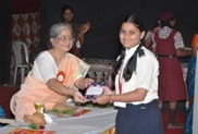 Mrs. Radhika Naik giving away prizes