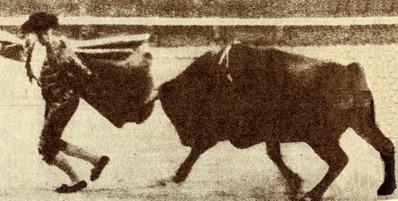 1920-04-28 Sevilla Joselito galleando a Pepelero de Gamero Cívi 001