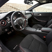 2013-Mercedes-A-Class-Interior-10.jpg