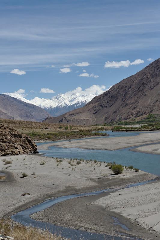 Valea se largeste pe masura ce se apropie culoarul Wakhan.