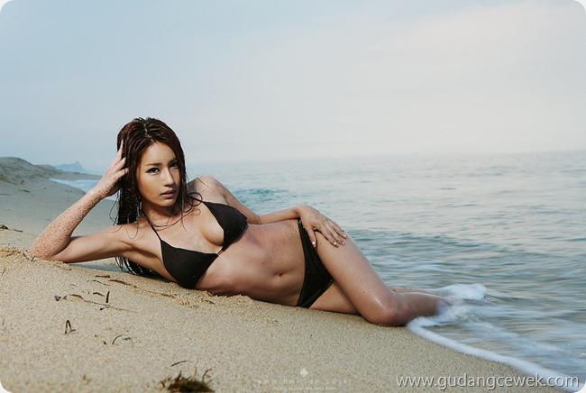 Park Si Hyun Bikini (3)